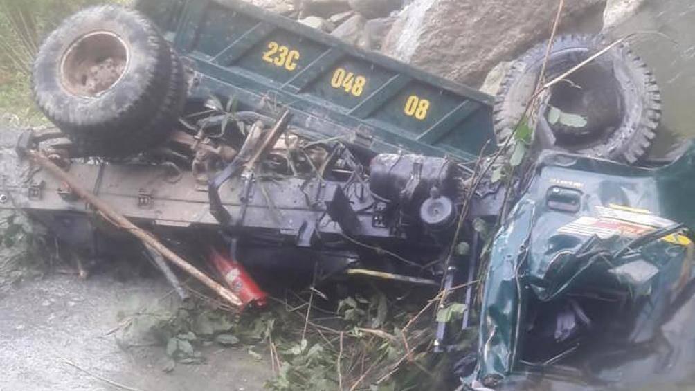 Xe tải lao vực sâu ở Hà Giang, 1 người chết, 2 người bị thương - Ảnh 1.