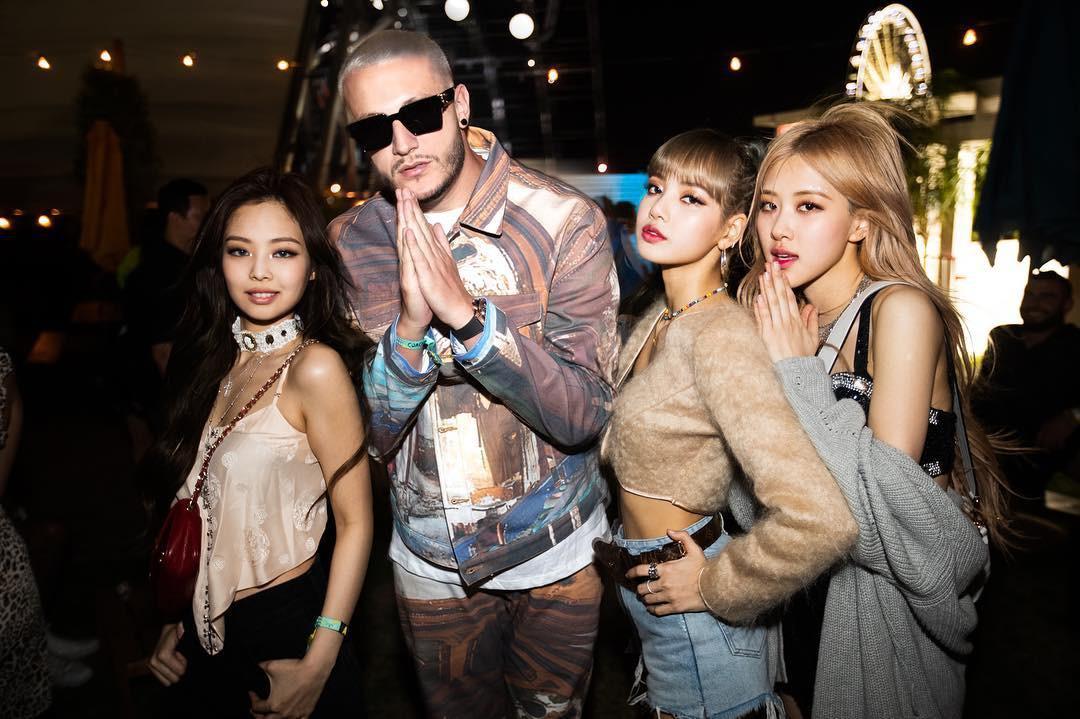 Từ khi nào mà BLACKPINK chỉ còn có 3 thành viên, Jisoo lại mất hút khi cả nhóm chụp ảnh với Dua Lipa thế này? - Ảnh 4.