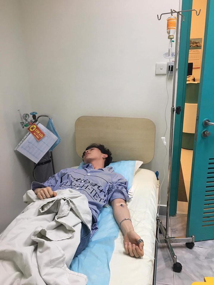 Sốt cao, nóng lạnh thất thường, Erik phải nhập viện khiến người hâm mộ lo lắng - Ảnh 1.