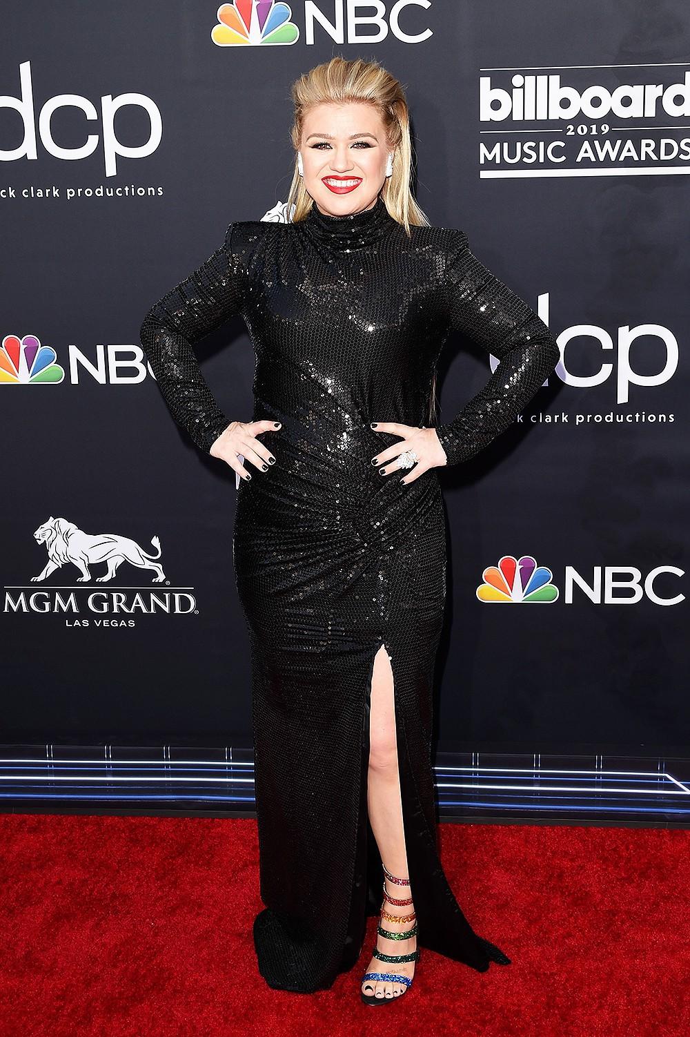 Nhờ đầm của NTK Công Trí, nữ diễn viên Avengers tỏa sáng trên thảm đỏ Billboard 2019, chặt chém được cả Taylor Swift - Ảnh 7.