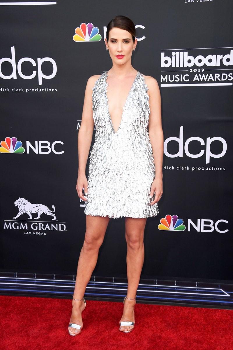 Nhờ đầm của NTK Công Trí, nữ diễn viên Avengers tỏa sáng trên thảm đỏ Billboard 2019, chặt chém được cả Taylor Swift - Ảnh 1.
