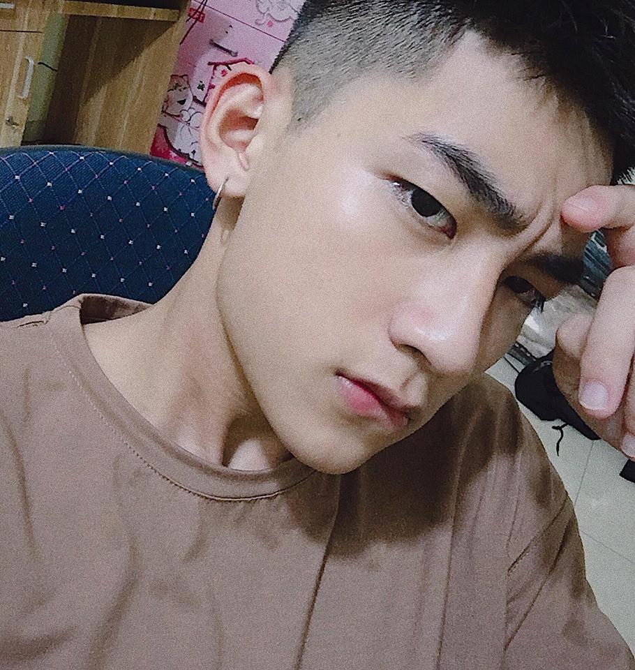 Không phải idol Hàn đang ký tặng fan đâu, đây là sinh viên ngành IT sinh năm 2000 được xin info tích cực đấy! - Ảnh 3.