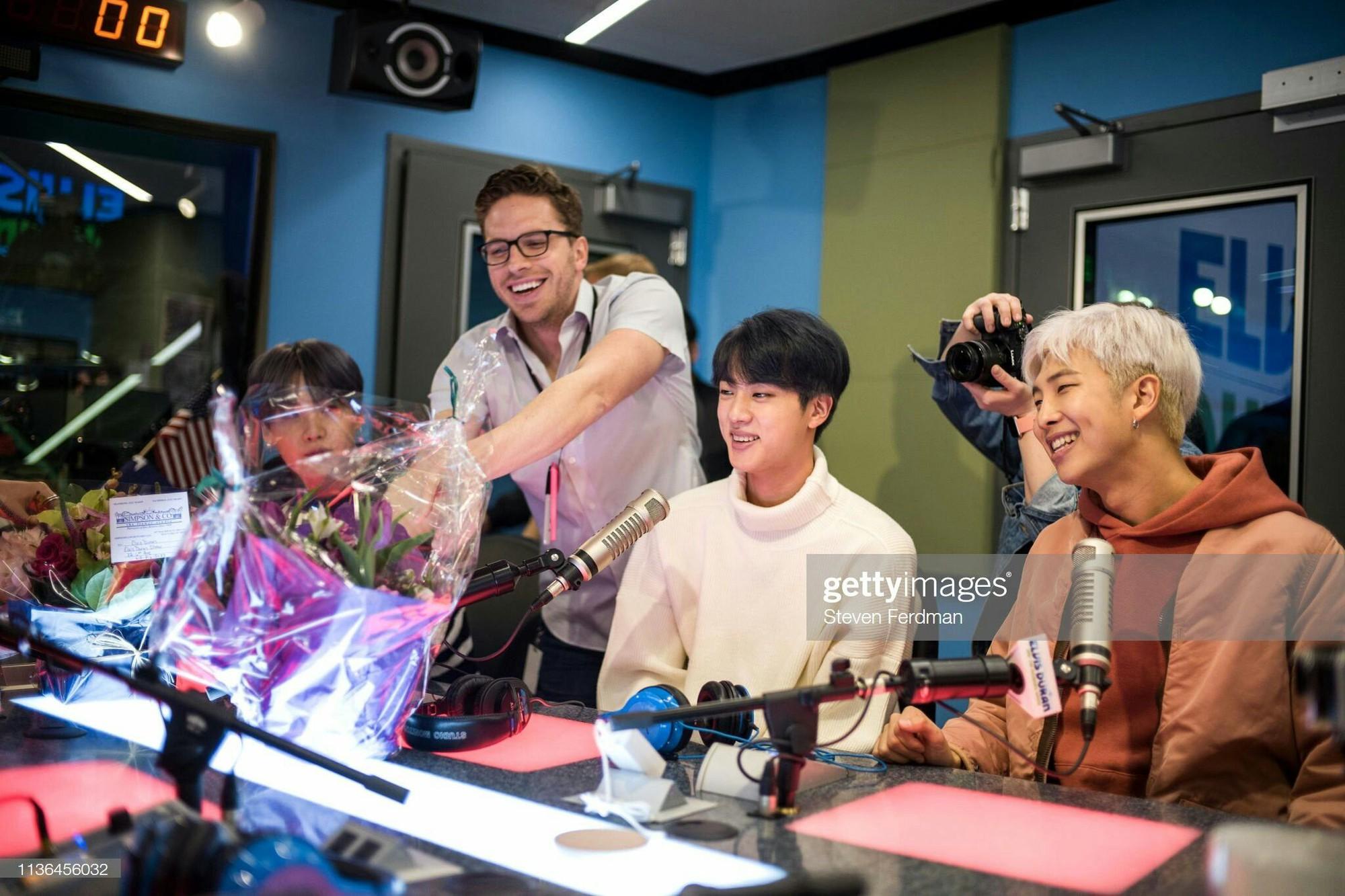 """ARMY – từ """"fandom ăn mày"""" đến đôi cánh của nhóm nhạc toàn cầu BTS - Ảnh 3."""