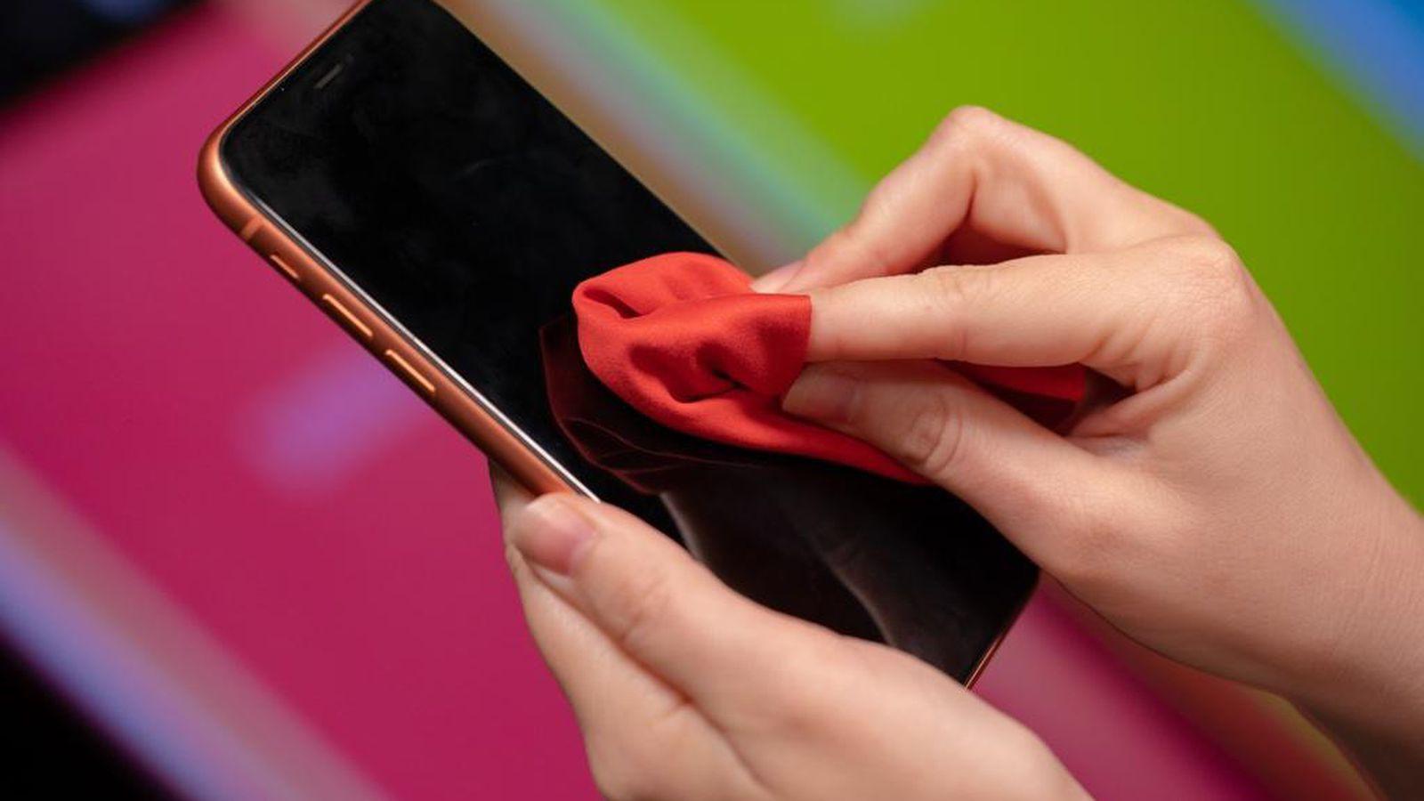 Đừng bao giờ lau màn hình smartphone bằng 9 thứ này nếu không muốn tiền mất tật mang! - Ảnh 1.