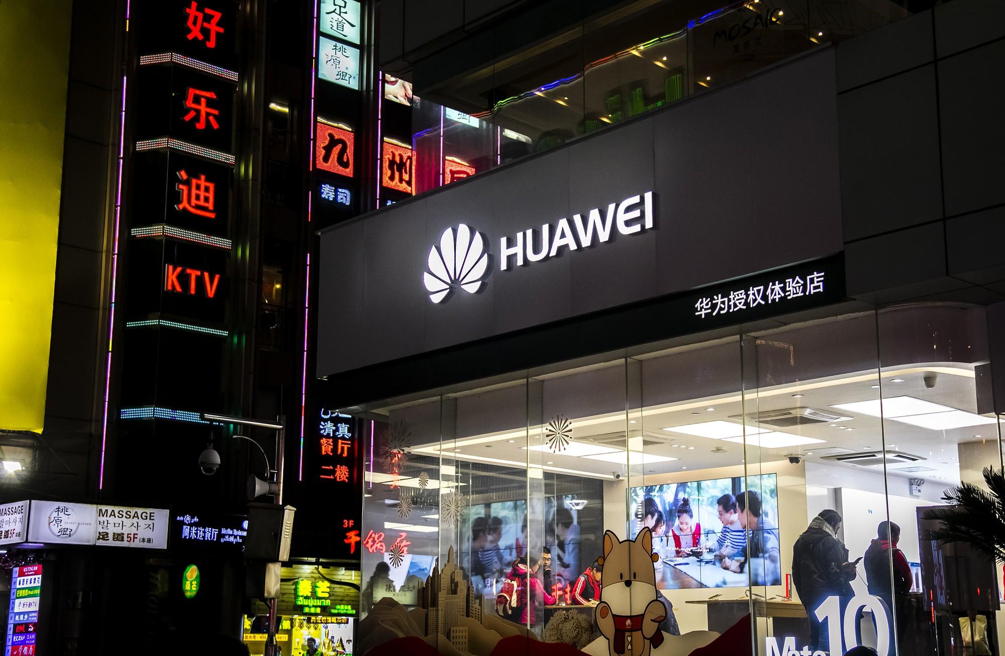 Hết bị Google nghỉ chơi, Huawei lại đang trên bờ vực tẩy chay khỏi cửa hàng Microsoft - Ảnh 2.