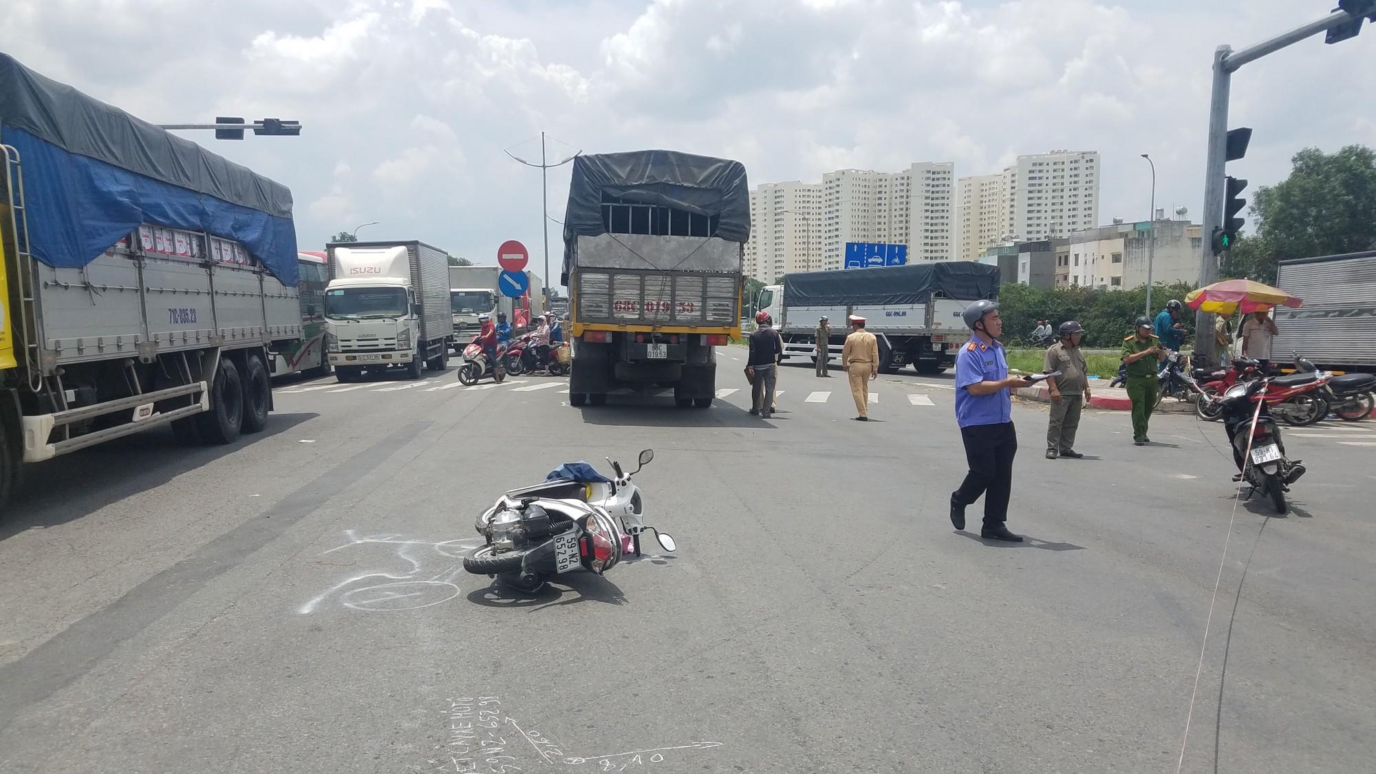 2 người phụ nữ cùng 1 bé gái 5 tuổi thương vong khi đi khám bệnh trở về nhà ở Sài Gòn - Ảnh 2.
