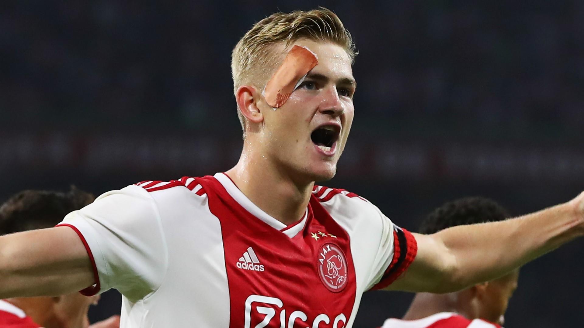 Đội trưởng 19 tuổi đẹp trai như thiên thần của Ajax pose hình cực cute trong album kỷ niệm vô địch Hà Lan - Ảnh 8.