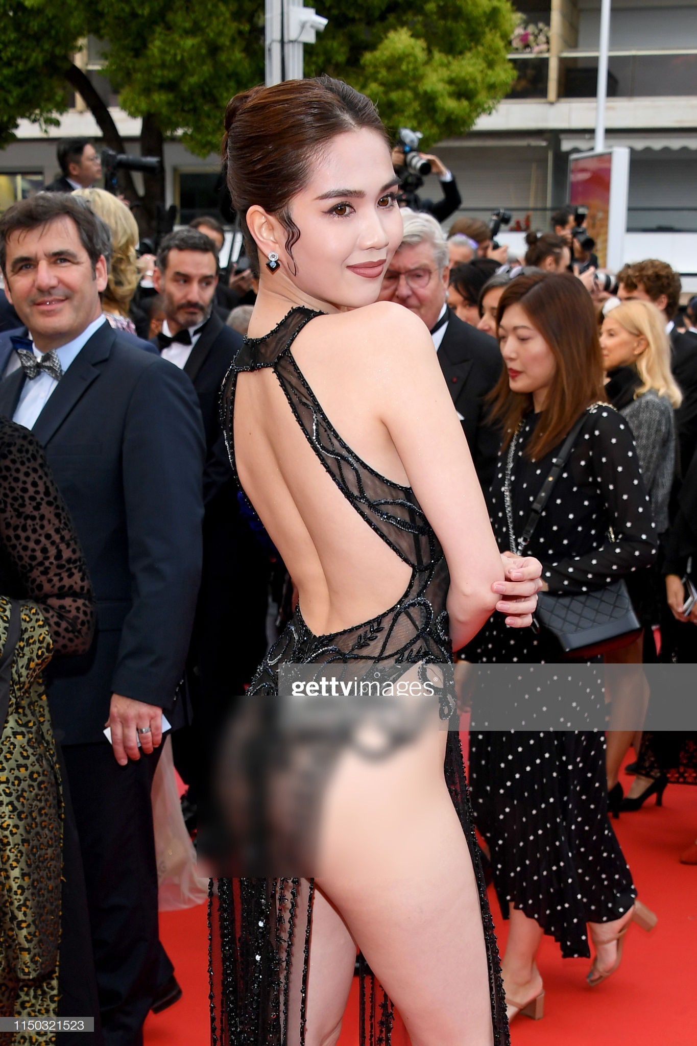 Đọ nhan sắc của Ngọc Trinh trên thảm đỏ Cannes khi chưa và đã qua phù thuỷ photoshop - Ảnh 11.