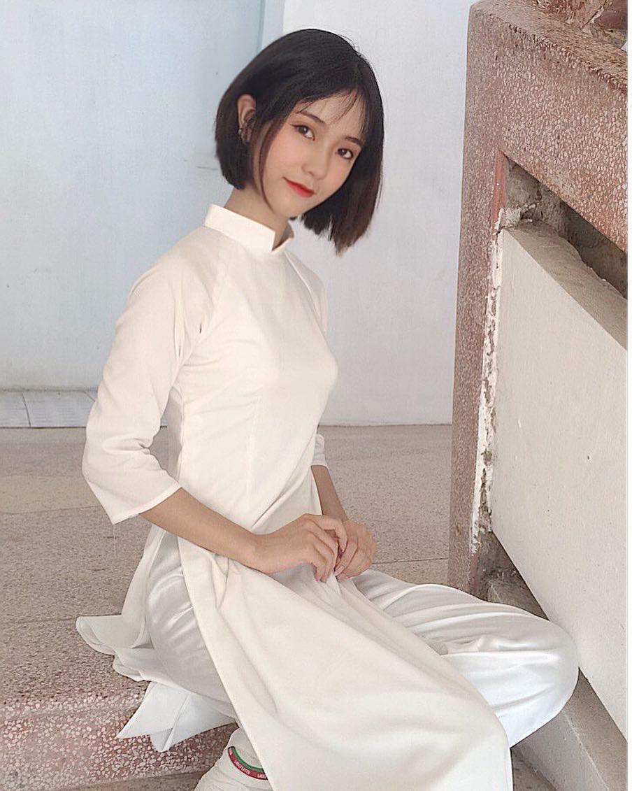 Mặc áo dài vẫn ngút ngàn thần thái, hội gái xinh liên tục khiến dân mạng Việt liêu xiêu, báo Trung thì hết lời ca ngợi - Ảnh 18.