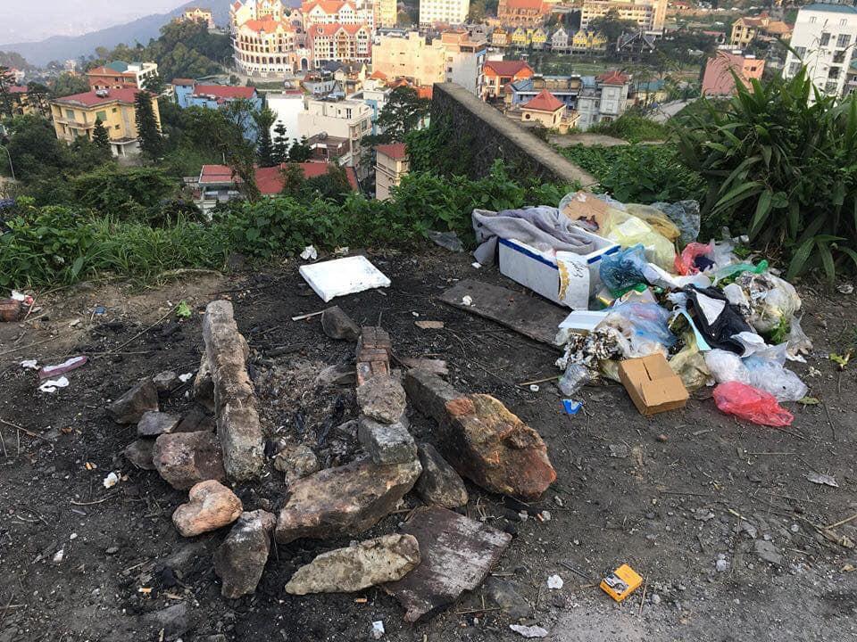 Bãi chiến trường toàn rác thải do nhóm phượt thủ bỏ lại Tam Đảo sau đêm đốt lửa trại khiến nhiều người bức xúc - Ảnh 2.