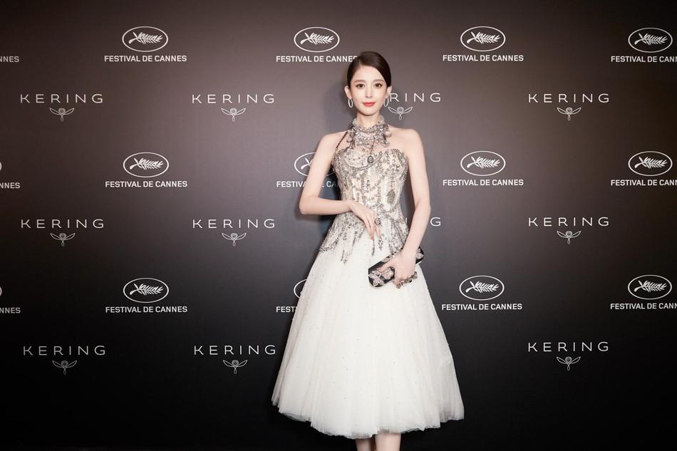 Mỹ nhân bị nhầm với Ngọc Trinh: Nàng công chúa Hoa ngữ đẹp ná thở tại Cannes bất chấp ảnh không photoshop - Ảnh 12.