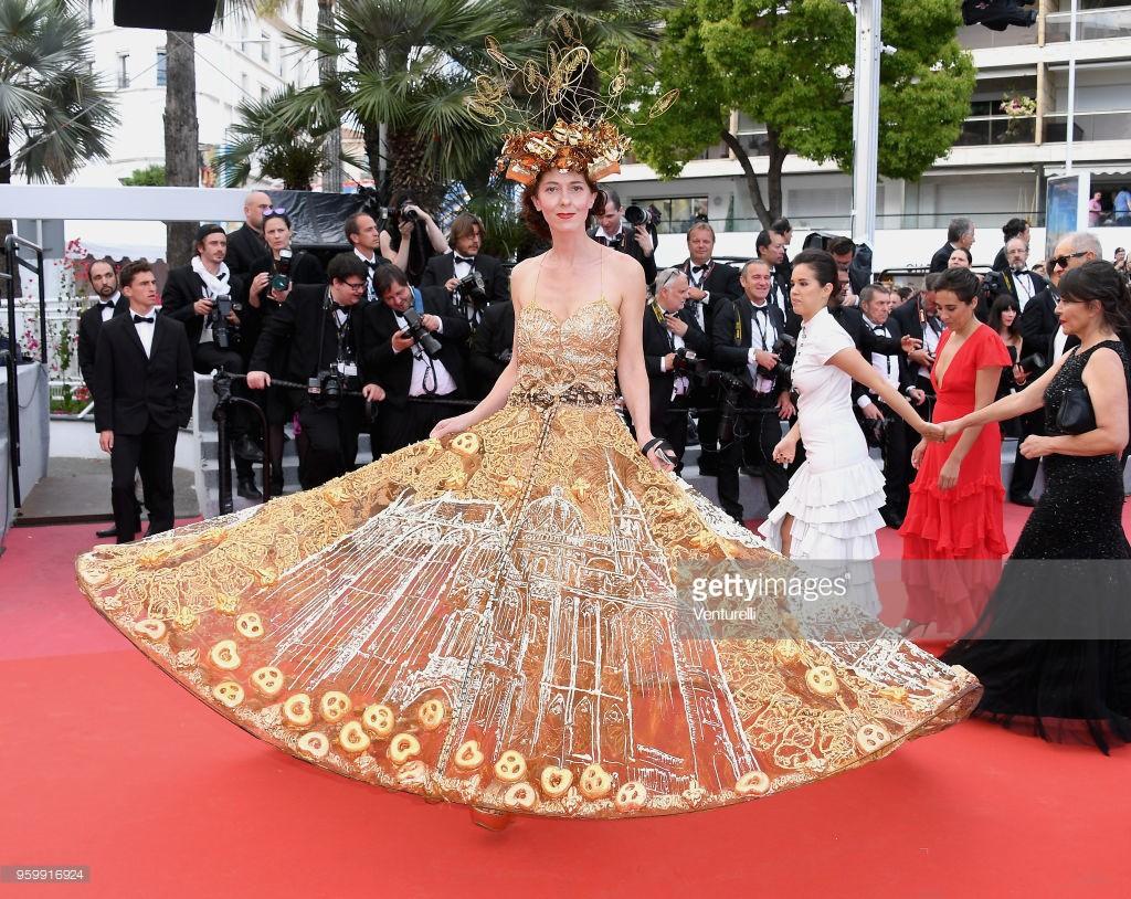 """Vén màn mặt tối đằng sau Cannes danh giá: """"Ngày hội tiền lương"""" của gái mại dâm và cơ hội vàng cho những kẻ vô danh đổi đời - Ảnh 6."""