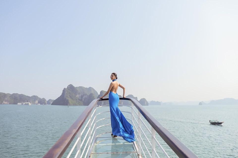 Khám phá hòn đảo mới toanh ở Hạ Long vừa diễn ra fashion show đình đám: Lên hình đẹp đến choáng ngợp, mất 2,5 tiếng để di chuyển bằng tàu! - Ảnh 12.