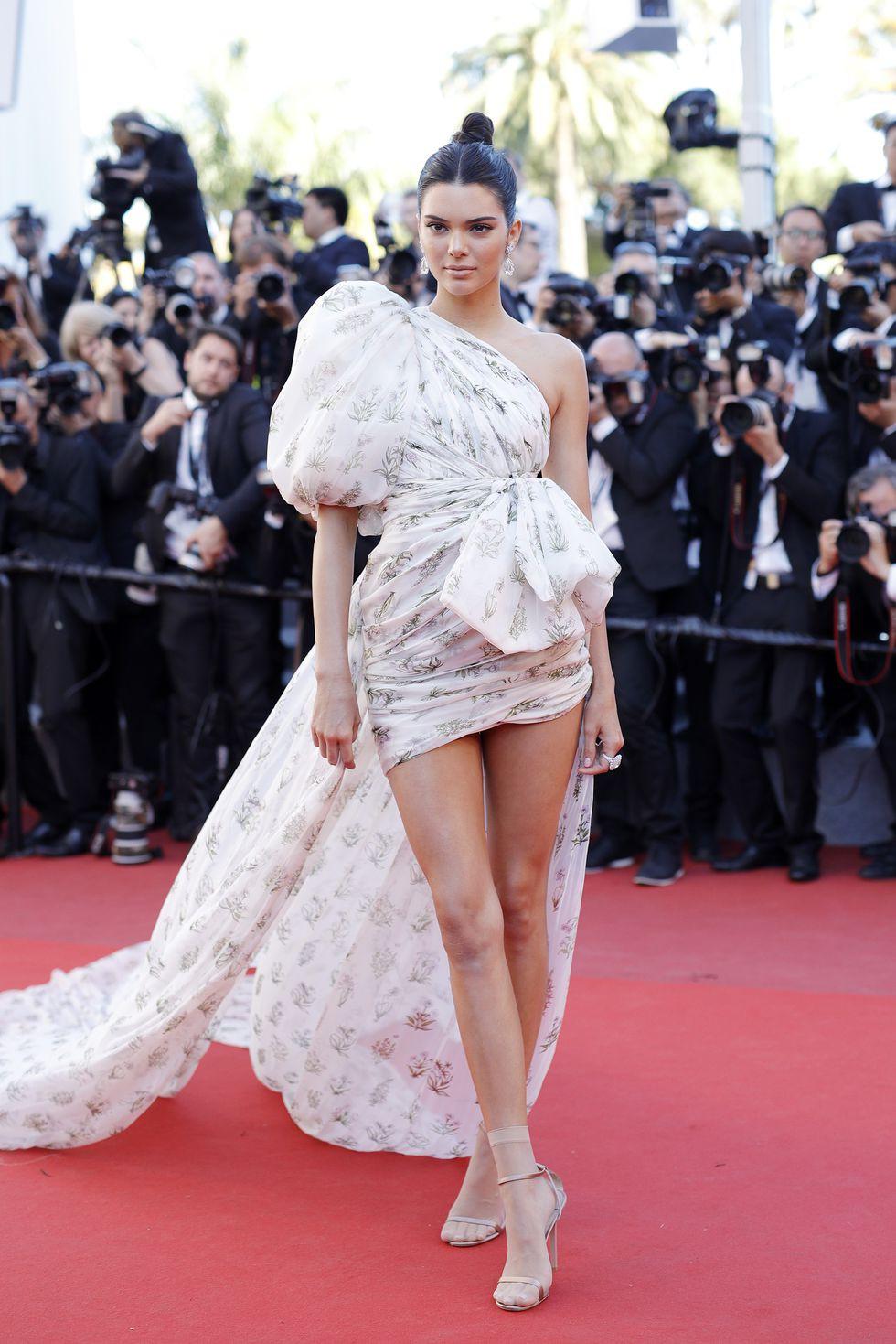 30 màn thả dáng có thần thái đi vào huyền thoại Cannes: Không cần trò vạch, phơi lồng lộn vẫn chiếm trọn spotlight! - Ảnh 26.