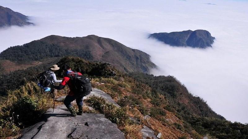 Đỉnh Putaleng vừa ra thông báo cấm du khách trekking khi chưa xin giấy phép - Ảnh 4.