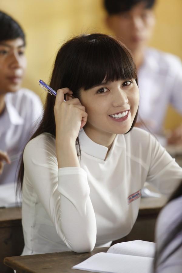 Trước khi chơi lớn tại Cannes, Ngọc Trinh có thật là hotgirl mạng xã hội như dân Trung đồn? - Ảnh 2.
