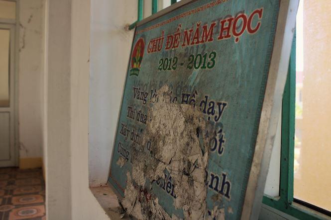Trường hơn 16 tỷ bỏ hoang người dân tận dụng phơi rơm nuôi gà - Ảnh 6.