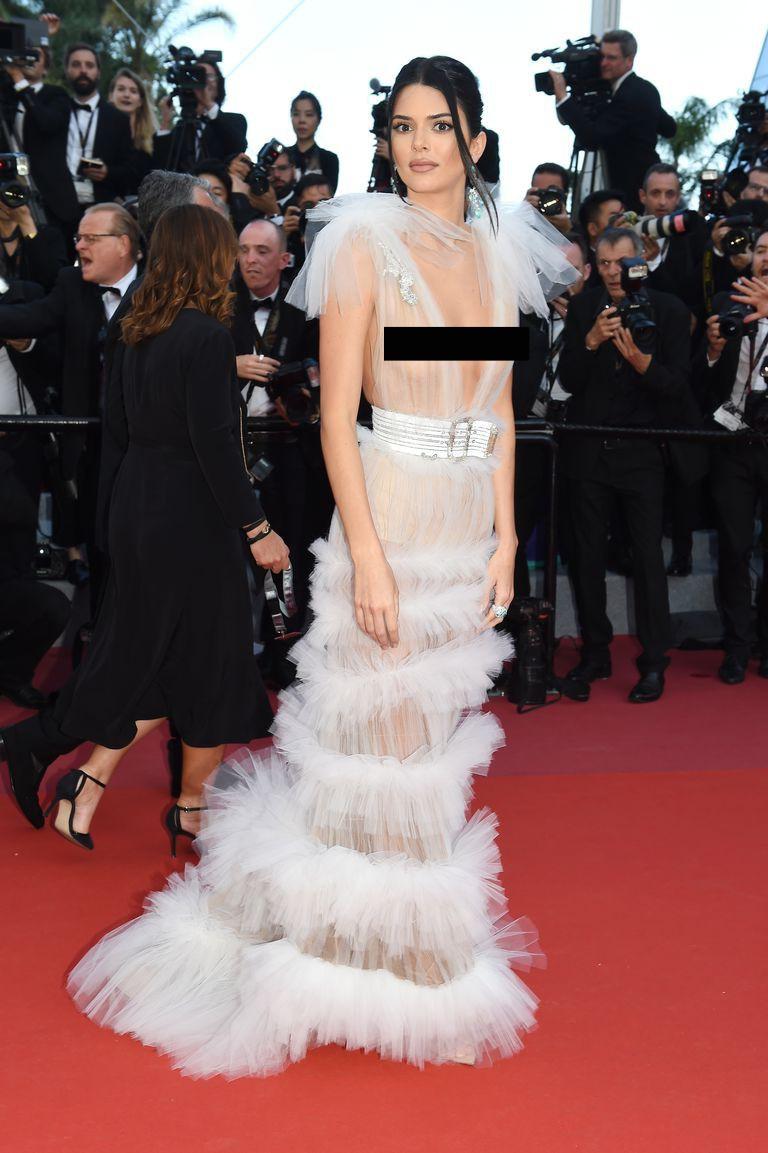 Kendall Jenner, Bella Hadid hay hotgirl Hoa ngữ từng gây sốc vì mặc như không, nhưng vẫn phải chào thua Ngọc Trinh! - Ảnh 3.
