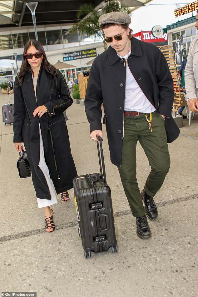 Đặt hình ảnh 2 thế hệ cặp đôi nhà Beckham lên bàn cân: Vợ chồng Vic - Beck thần thái áp đảo cặp đôi của con trai lớn - Ảnh 5.