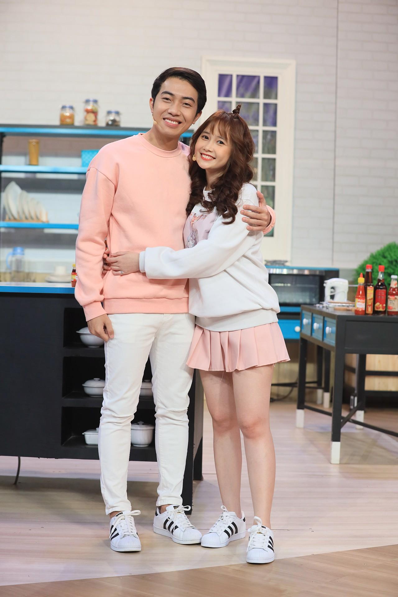Hari Won bất ngờ khi hot streamer Cris Phan công khai bạn gái trên truyền hình - Ảnh 4.