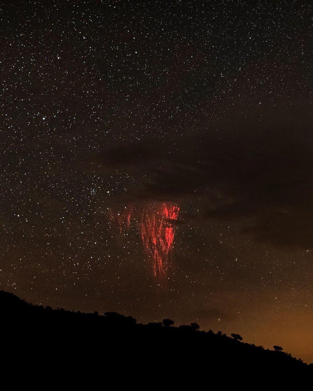 National Geographic vừa công bố một hiện tượng siêu hiếm, cực đẹp mà có thể bạn chưa thấy bao giờ - Ảnh 2.