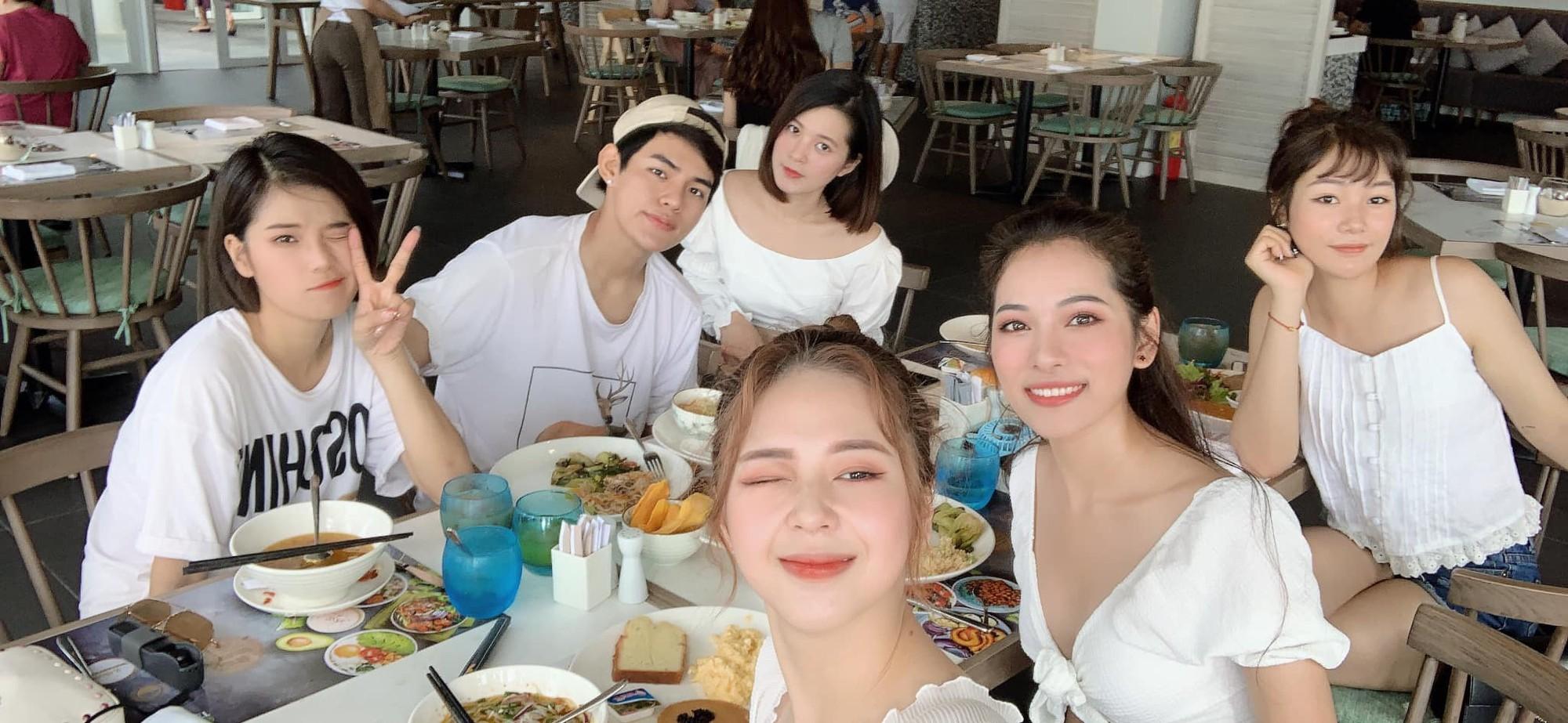 Bạn gái Dương Khắc Linh đưa cả hội bạn thân đi du lịch, tổ chức tiệc độc thân trước ngày cưới - Ảnh 3.