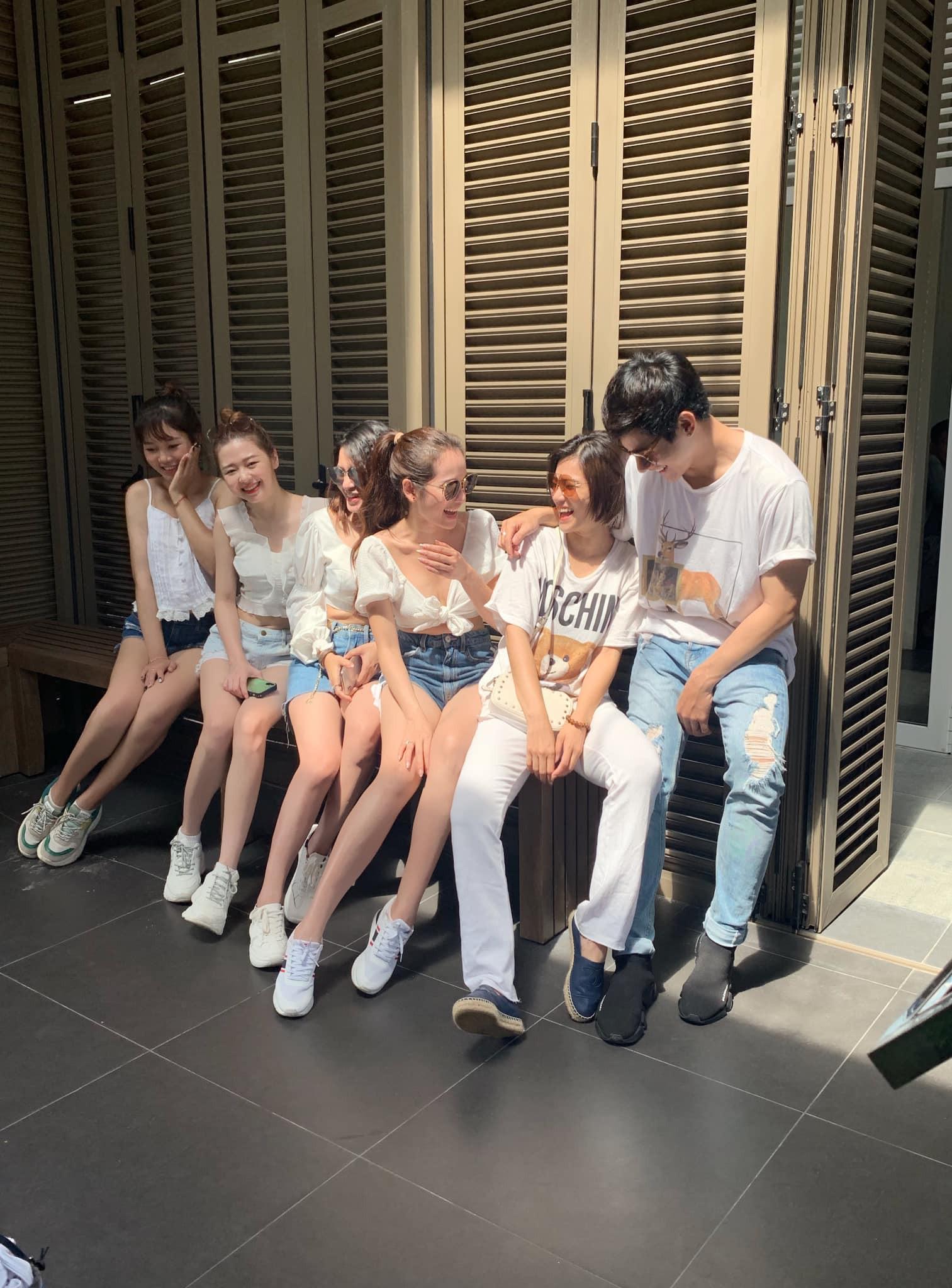 Bạn gái Dương Khắc Linh đưa cả hội bạn thân đi du lịch, tổ chức tiệc độc thân trước ngày cưới - Ảnh 2.
