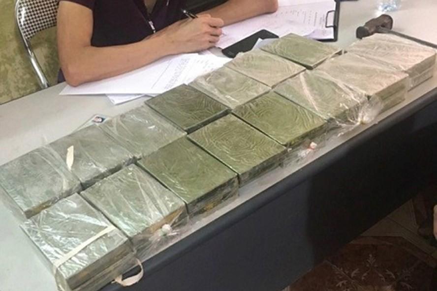 Cả gia đình bị bắt giữ khi vận chuyển 30 bánh heroin - Ảnh 1.