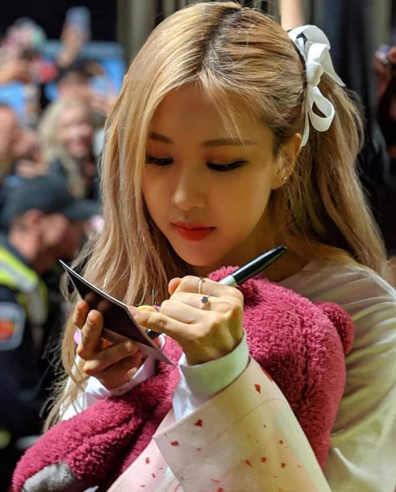 Rosé (BLACKPINK) qua camera thường của fan: Có xứng danh nữ thần hay thánh body của Kpop như lời đồn? - Ảnh 9.