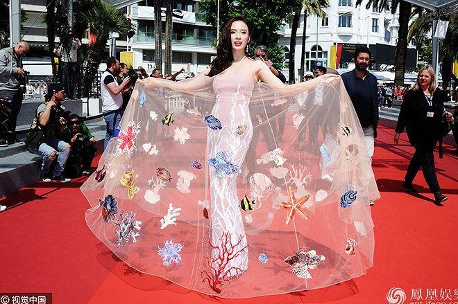 Sao Việt đến Cannes qua các mùa: Người vinh dự có tác phẩm, kẻ tơ hơ không ai biết xuất hiện để làm gì - Ảnh 23.