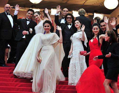 Sao Việt đến Cannes qua các mùa: Người vinh dự có tác phẩm, kẻ tơ hơ không ai biết xuất hiện để làm gì - Ảnh 15.
