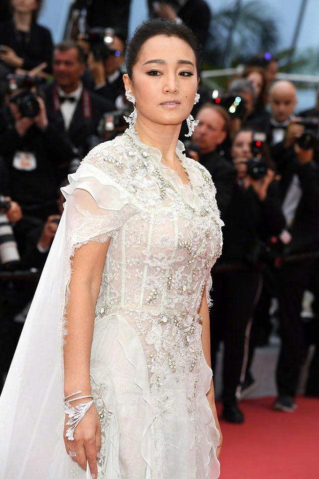 Chẳng cần hở hết mình, 2 mỹ nhân quyền lực Cbiz này kín như bưng nhưng vẫn giật trọn spotlight Cannes - Ảnh 6.