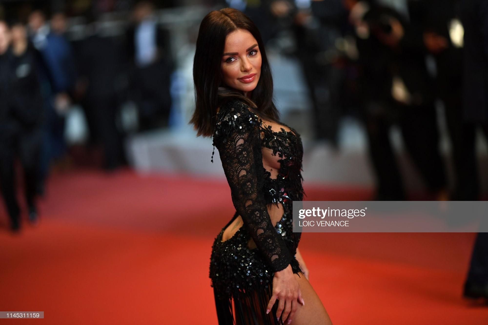 Xuất hiện người đẹp vô danh ăn mặc giống Ngọc Trinh tại Cannes nhưng liệu có đọ được về độ táo bạo, khoe da thịt? - Ảnh 1.