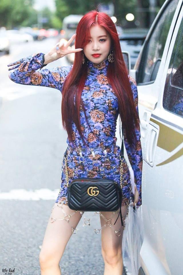 Nữ idol vừa ra mắt 1 năm đã gây sốt: Body chuẩn từng milimet chẳng kém Lisa, thần thái đọ với Jennie (BLACKPINK) - Ảnh 4.
