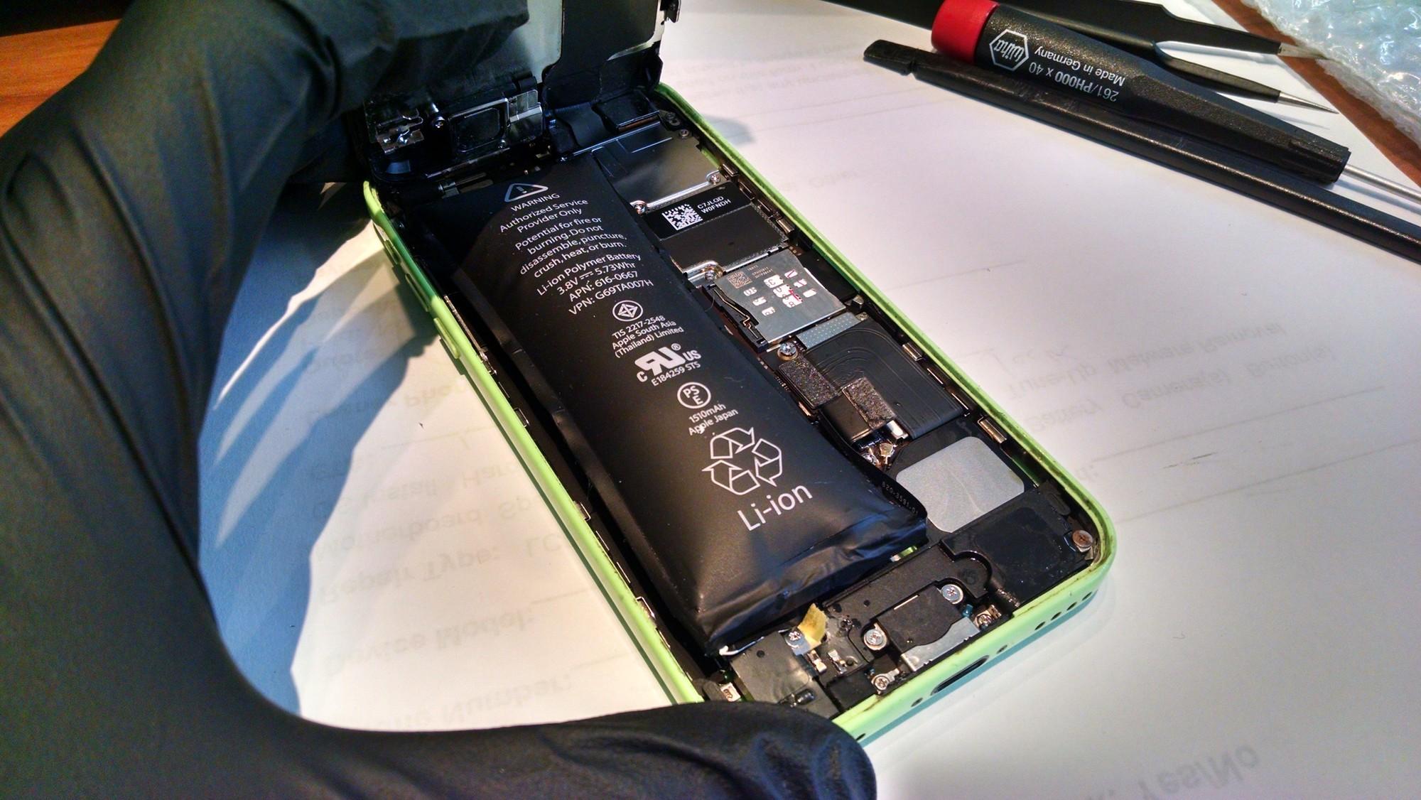 Kết cục đáng sợ không nói nên lời của việc vứt xó iPhone cũ trong tủ từ lâu mà ít để ý - Ảnh 2.