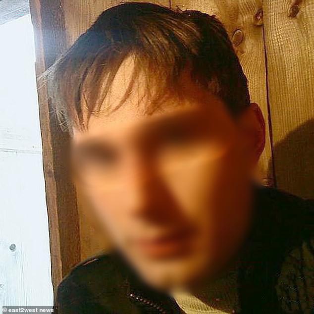 Chỉ có ở Nga: Xác chết được để lên nóc xe hơi chở đi khắp phố khiến người dân khiếp đảm - Ảnh 4.