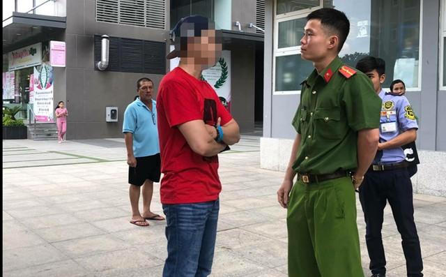 Việt kiều khoe chó nằm máy lạnh bị phạt 700 ngàn đồng - Ảnh 1.