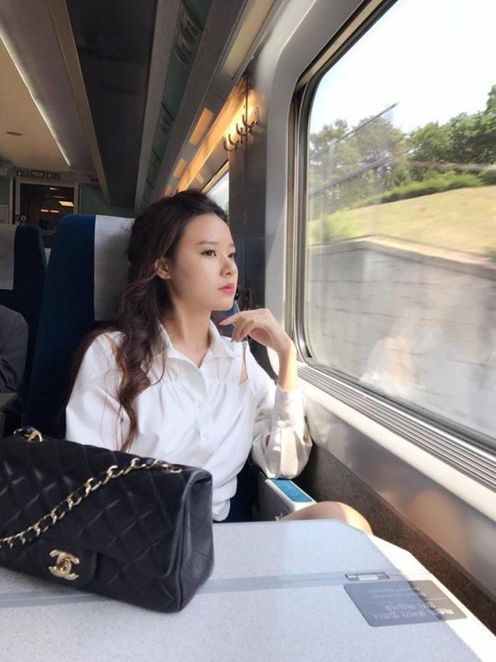 Cận cảnh chiếc túi cặp lồng nghìn đô mà Midu mới sắm, lại càng choáng hơn nữa khi nhìn BST túi mà cô sở hữu - Ảnh 12.