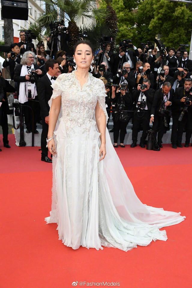 Chẳng cần hở hết mình, 2 mỹ nhân quyền lực Cbiz này kín như bưng nhưng vẫn giật trọn spotlight Cannes - Ảnh 7.