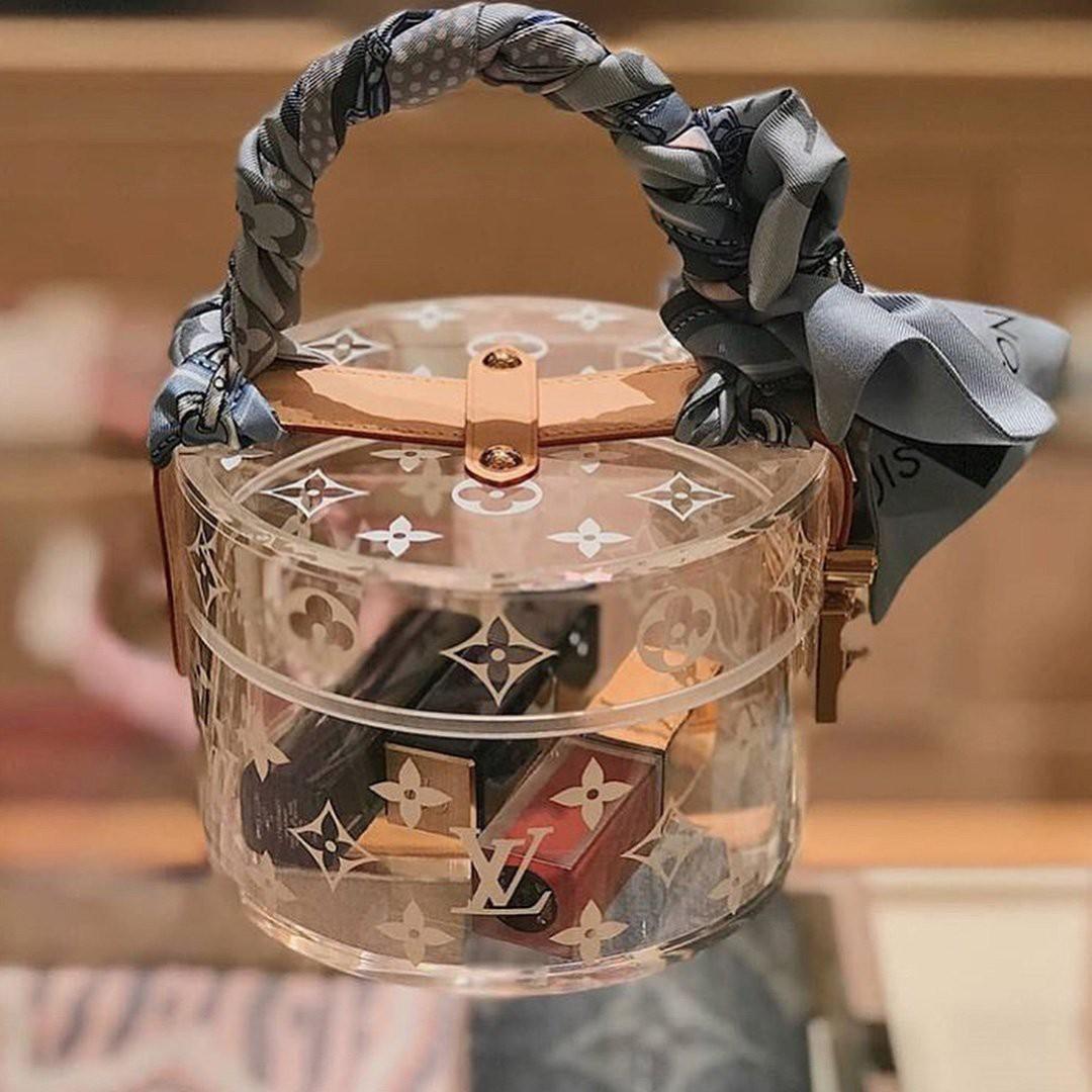 Cận cảnh chiếc túi cặp lồng nghìn đô mà Midu mới sắm, lại càng choáng hơn nữa khi nhìn BST túi mà cô sở hữu - Ảnh 4.