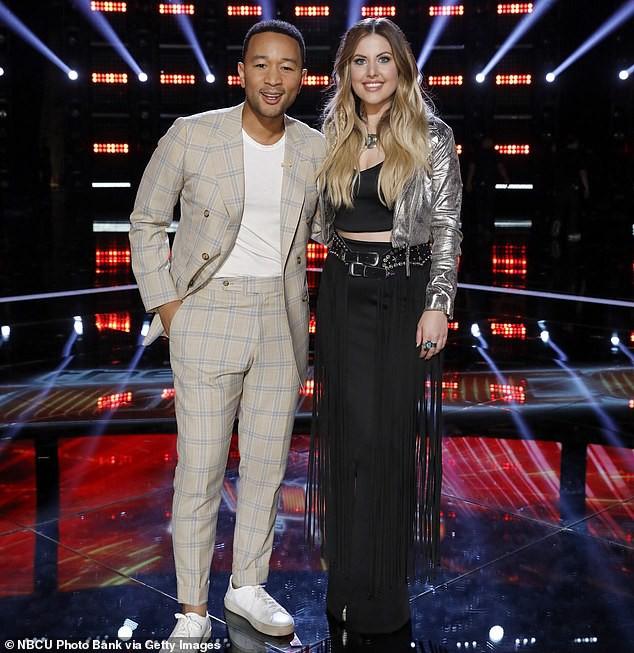 Chung kết The Voice Mỹ: Taylor Swift đem bướm khổng lồ lên sân khấu, Quán quân mùa 16 chính thức lộ diện - Ảnh 5.