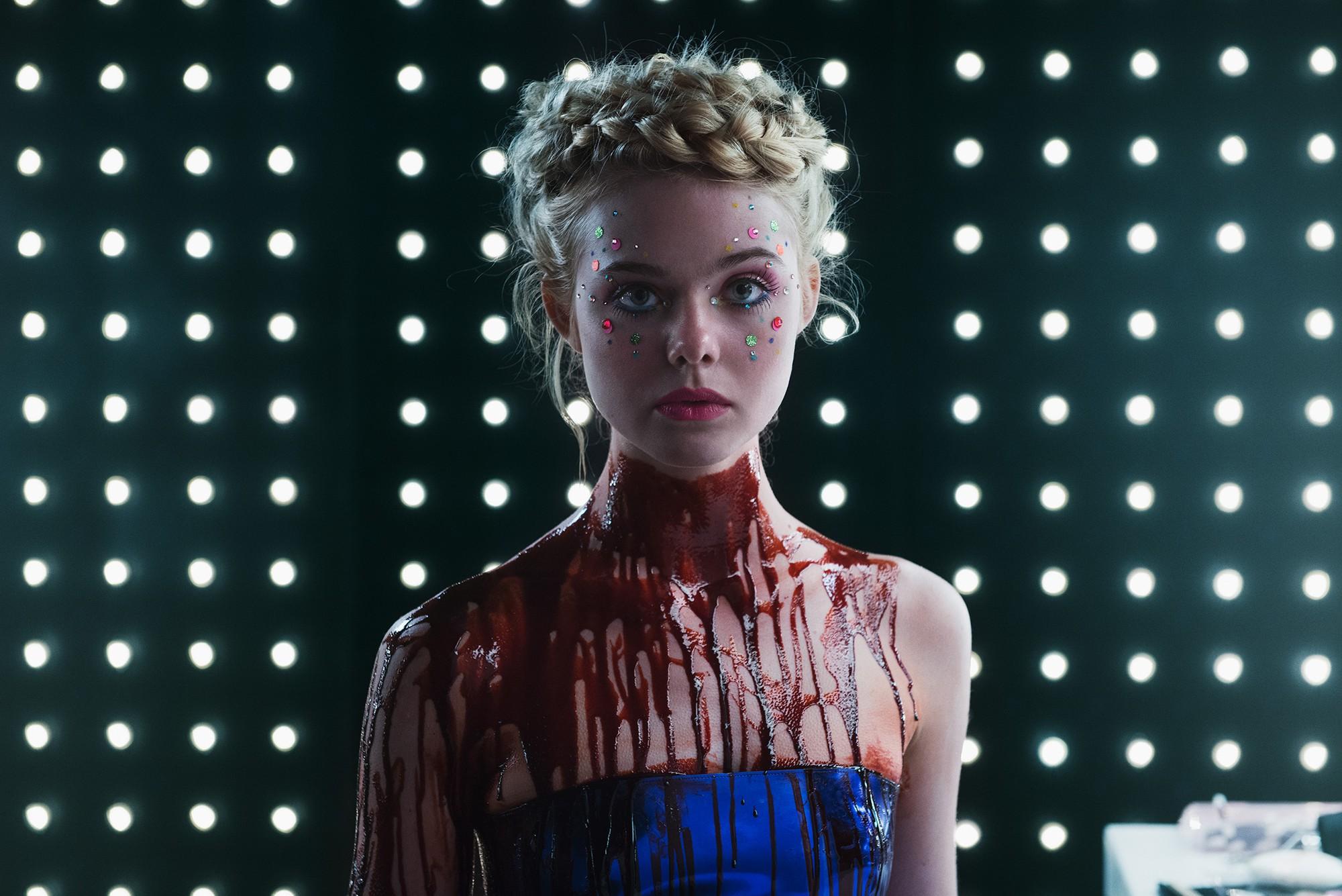 Giám khảo trẻ nhất lịch sử Cannes Elle Fanning: Đẹp vô thực, từ bóng của chị gái thành cô tiên nước Mỹ quyền lực - Ảnh 12.