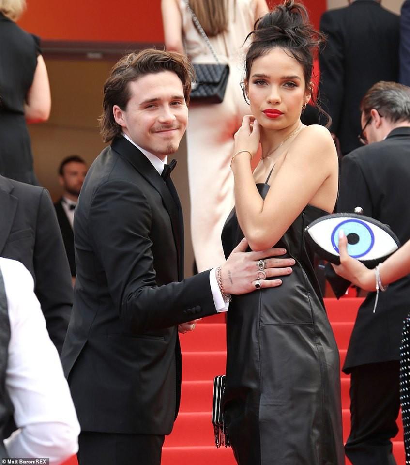 Biểu cảm há hốc miệng, mắt đầy thâm tình của Brooklyn Beckham khi ngắm nhìn bạn gái tại Cannes bất ngờ gây bão - Ảnh 4.