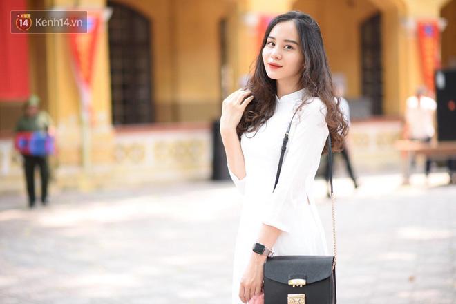 Đặc sản mùa bế giảng: Con gái Hà Nội chỉ cần diện áo dài trắng thôi là xinh hết phần người khác rồi! - Ảnh 8.