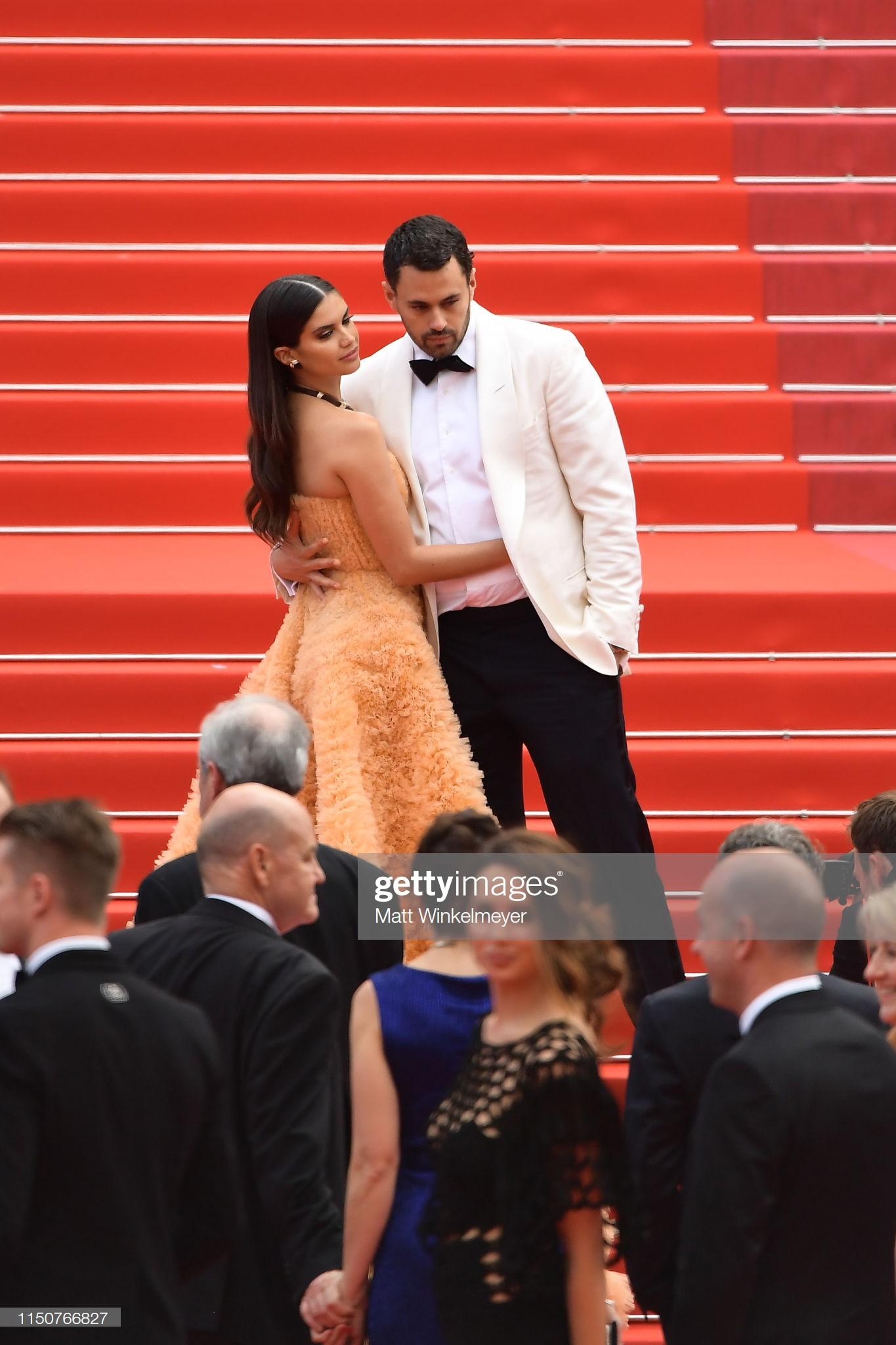 Thảm đỏ Cannes nóng lên từng phút: Brad Pitt - Leonardo lịch lãm ná thở, Chương Tử Di khoe vòng một giành spotlight - Ảnh 21.