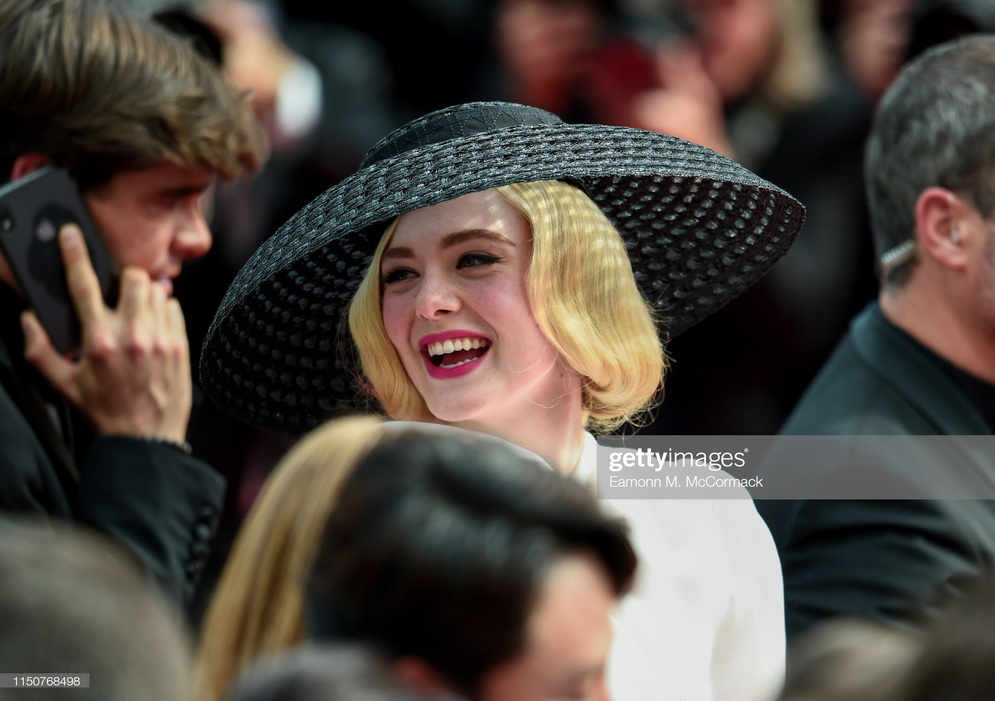Thảm đỏ Cannes nóng lên từng phút: Brad Pitt - Leonardo lịch lãm ná thở, Chương Tử Di khoe vòng một giành spotlight - Ảnh 12.