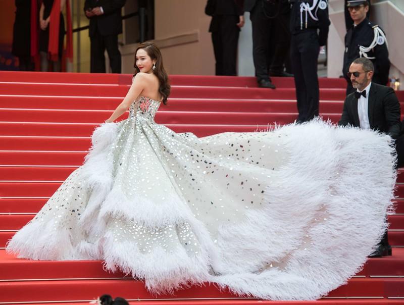 Nữ minh tinh xứ Hàn lên thảm đỏ Cannes: Jeon Ji Hyun và mẹ Kim Tan gây choáng ngợp, nhưng sao nhí này mới đáng nể - Ảnh 20.