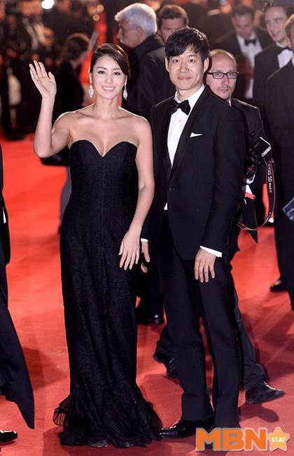 Nữ minh tinh xứ Hàn lên thảm đỏ Cannes: Jeon Ji Hyun và mẹ Kim Tan gây choáng ngợp, nhưng sao nhí này mới đáng nể - Ảnh 6.
