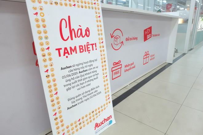 Sốc với cảnh tượng còn sót lại sau khi người dân săn đồ giảm giá 50% nhân dịp chuỗi siêu thị Auchan của Pháp rời khỏi Việt Nam - Ảnh 1.