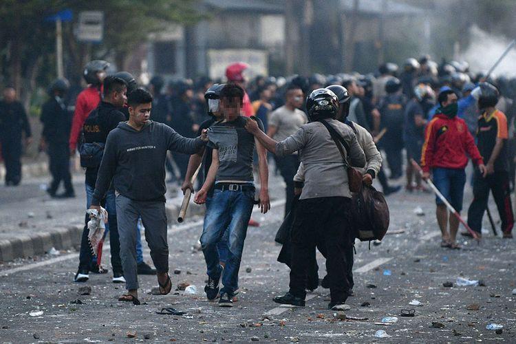 Biểu tình bạo lực tại Jakarta khiến hơn 200 người thương vong - Ảnh 1.